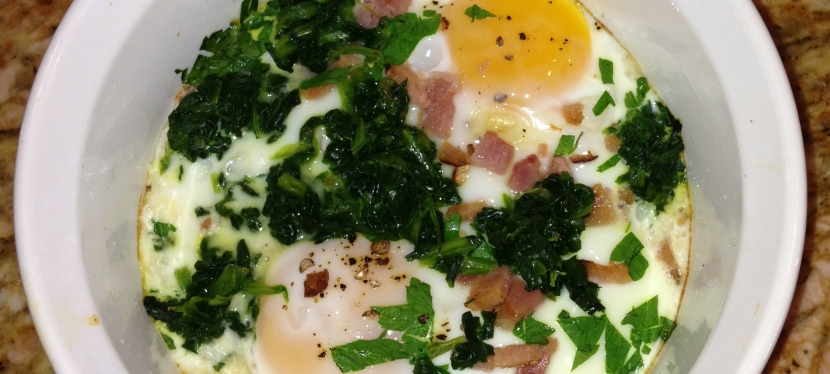 Baked eggs with spinach andham