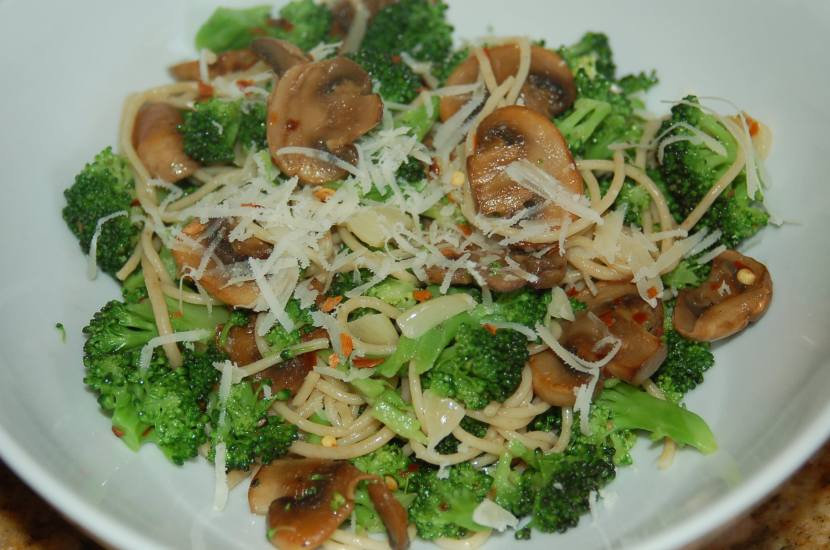 Broccoli and Mushroom Pasta with Red Pepper Flakes