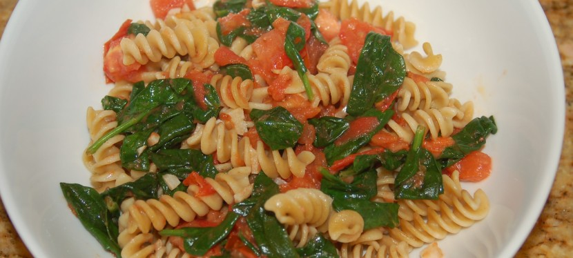 Pasta with Fresh Spinach andTomatoes