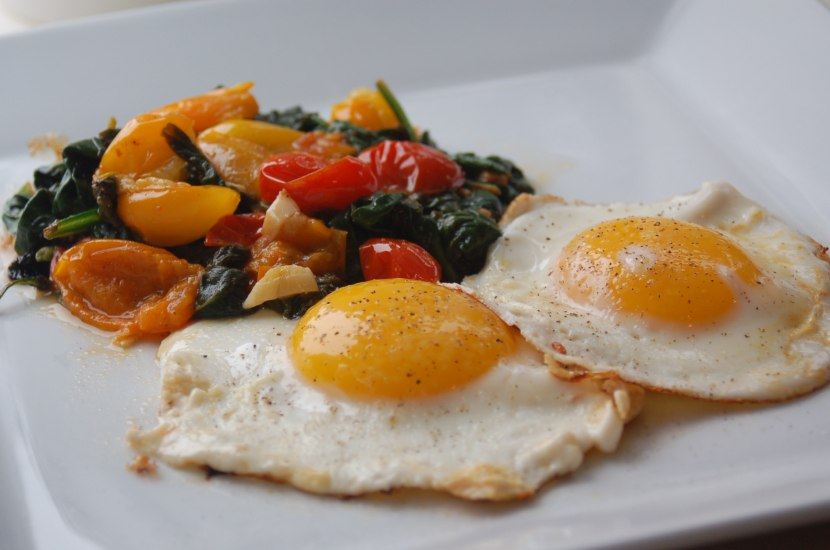 Eggs with Garlicky Spinach & Tomatoes