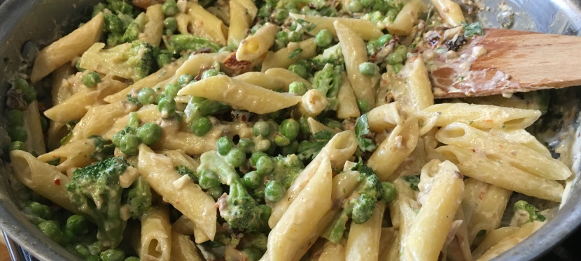 Briley's Fettuccine Alfredo with Broccoli, Peas, Mushrooms, and Sun-dried Tomatoes